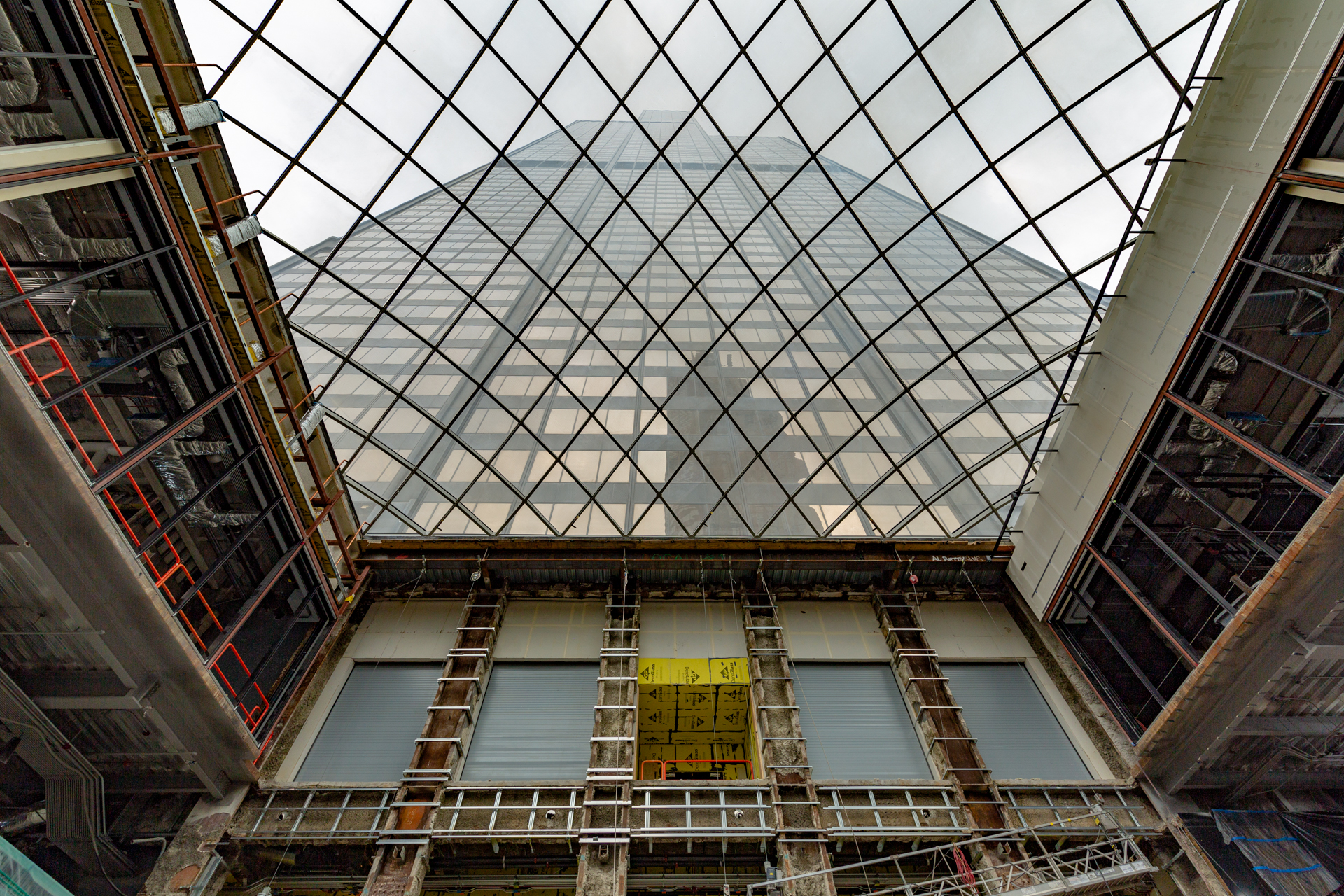 $500M Willis Tower renovation shows off curvy new skylight
